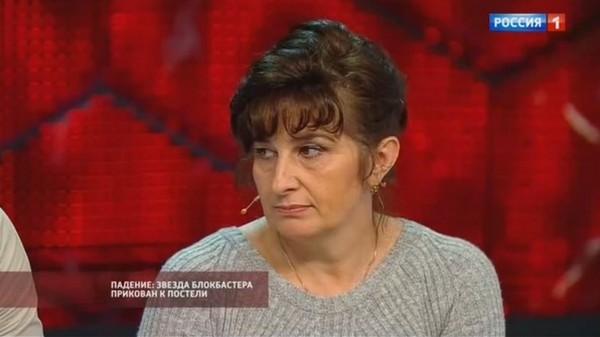 Мать актера Людмила Степанова действительно обвиняла бывшую девушку сына в равнодушии: «Когда с ним