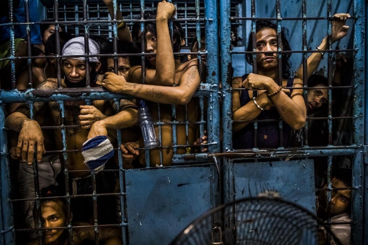 В период с июля по ноябрь в Маниле были арестованы 35600 человек при общем населении города в