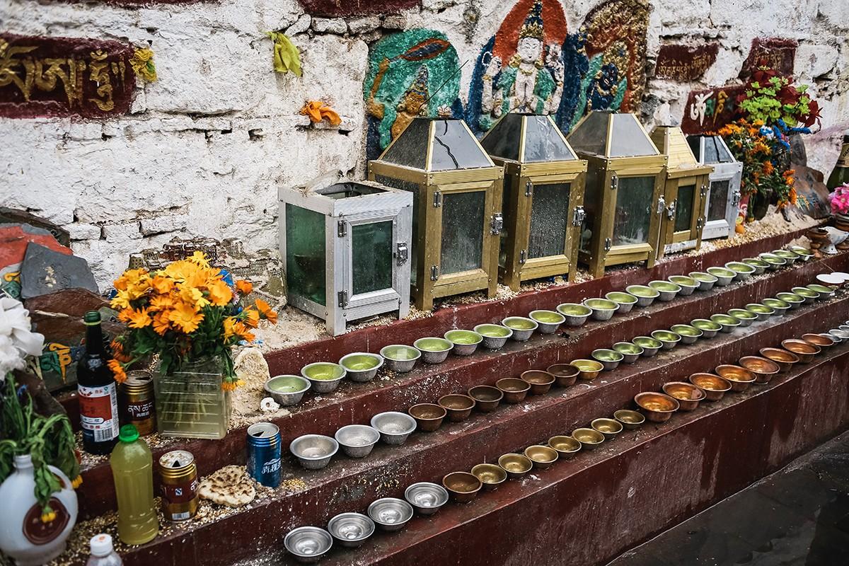 14. Традиционные чашечки с водой — самый простой и не требующий сложных церемоний способ сделать под