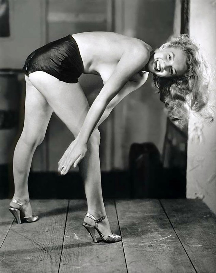 18 редких эротических фотографий Мэрилин Монро в самом начале ее карьеры (18 фото) 18+