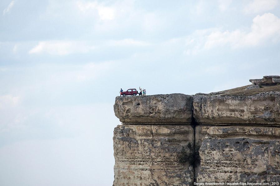 Старая дорога, которая вела на скалу. Сегодня подняться по ней можно только на хорошо подготовленном
