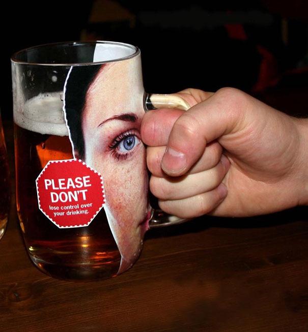 Реклама вЧехии, против насилия над женщинами.  Пожелание отсургутского крематория