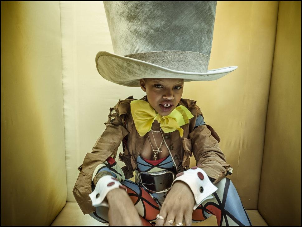 Американская модель Слик Вудс (Slick Woods) как Безумный Шляпник.