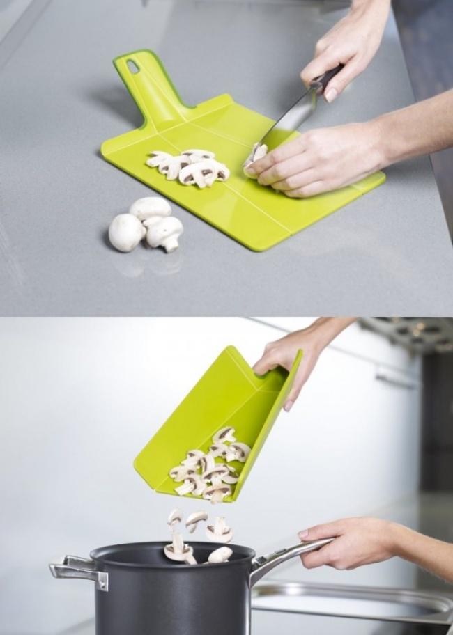 © sweetselection  Невероятно удобная доска для нарезки продуктов. Снею наполу небудет надое
