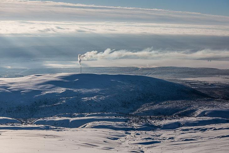 Горный массив Хибины не очень высокий (высшая точка — гора Юдычвумчорр, 1 200 метров над уров