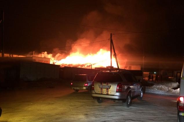Неисправность автомобиля либо поджог— профессионалы пытаются выяснить причины пожара наблаговещенской стоянке