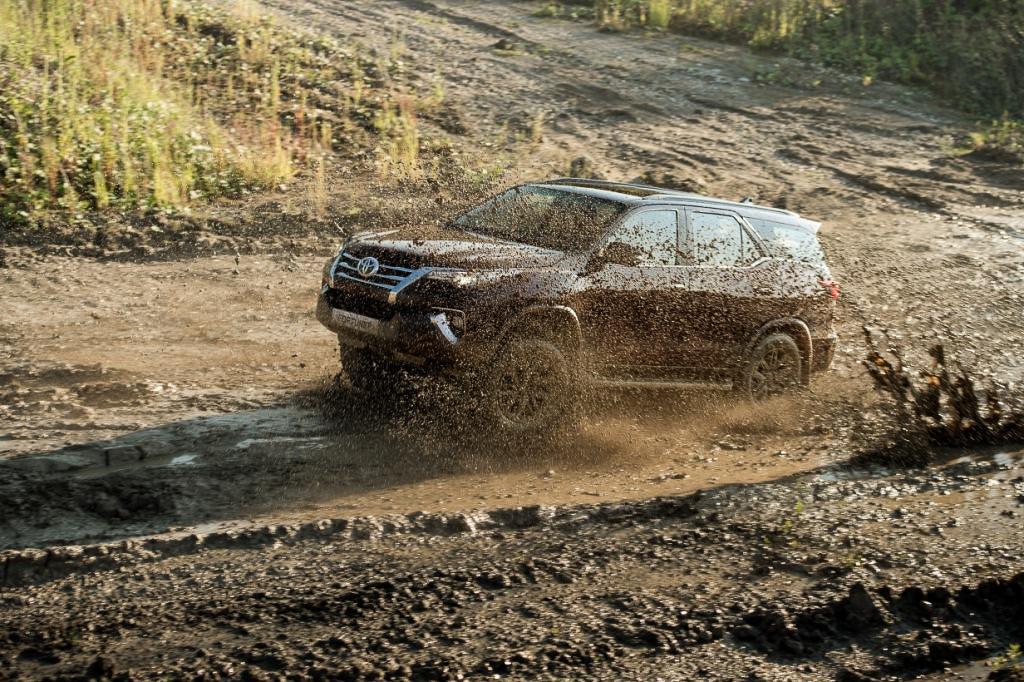 Toyota Fortuner на бездорожье