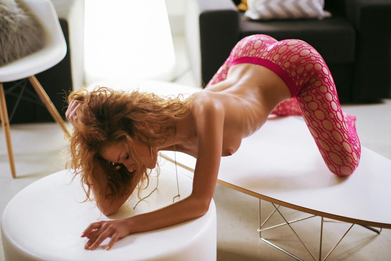 Юлия Ярошенко в красных колготках / Julia Yaroshenko nude by Alisa Verner - Red Tights