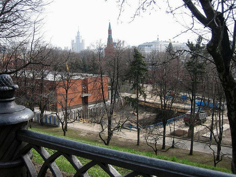 На фотографии opposto видно место раскопок в Московском Кремле