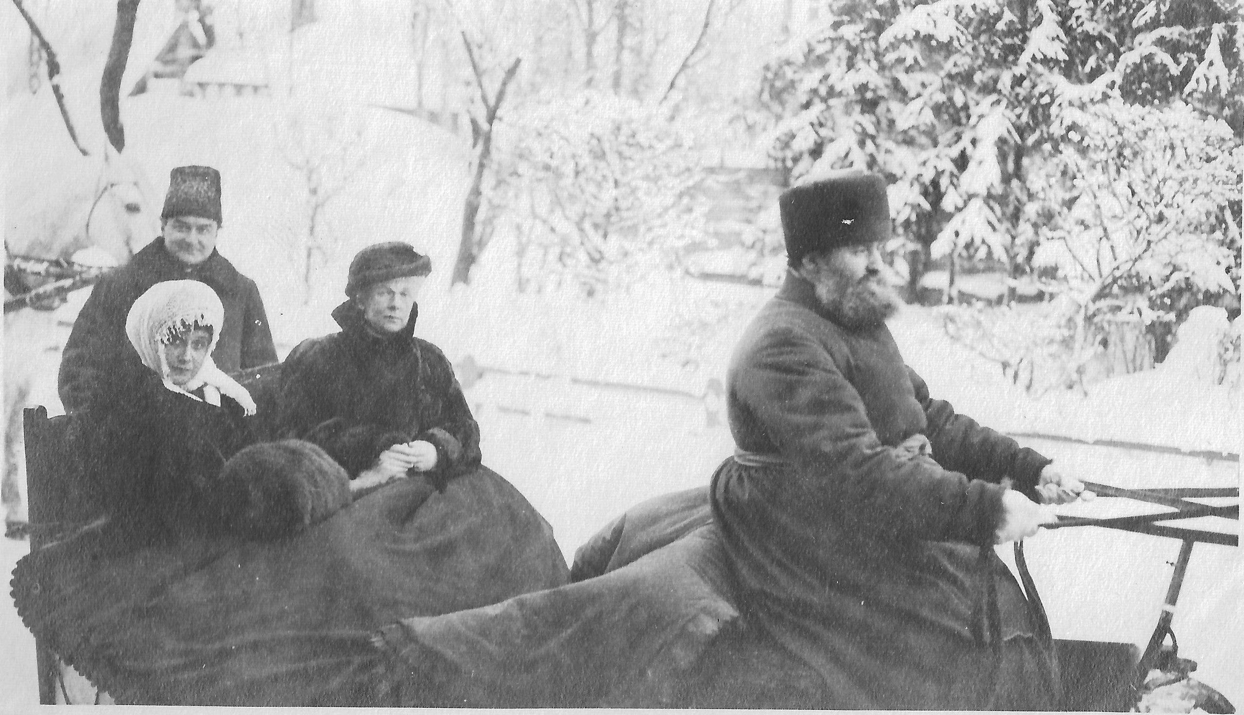 Н.А. Шилов, Н.С. Брасова и княгиня А.Г. Вяземская в гатчинском Зверинце 6 января 1915