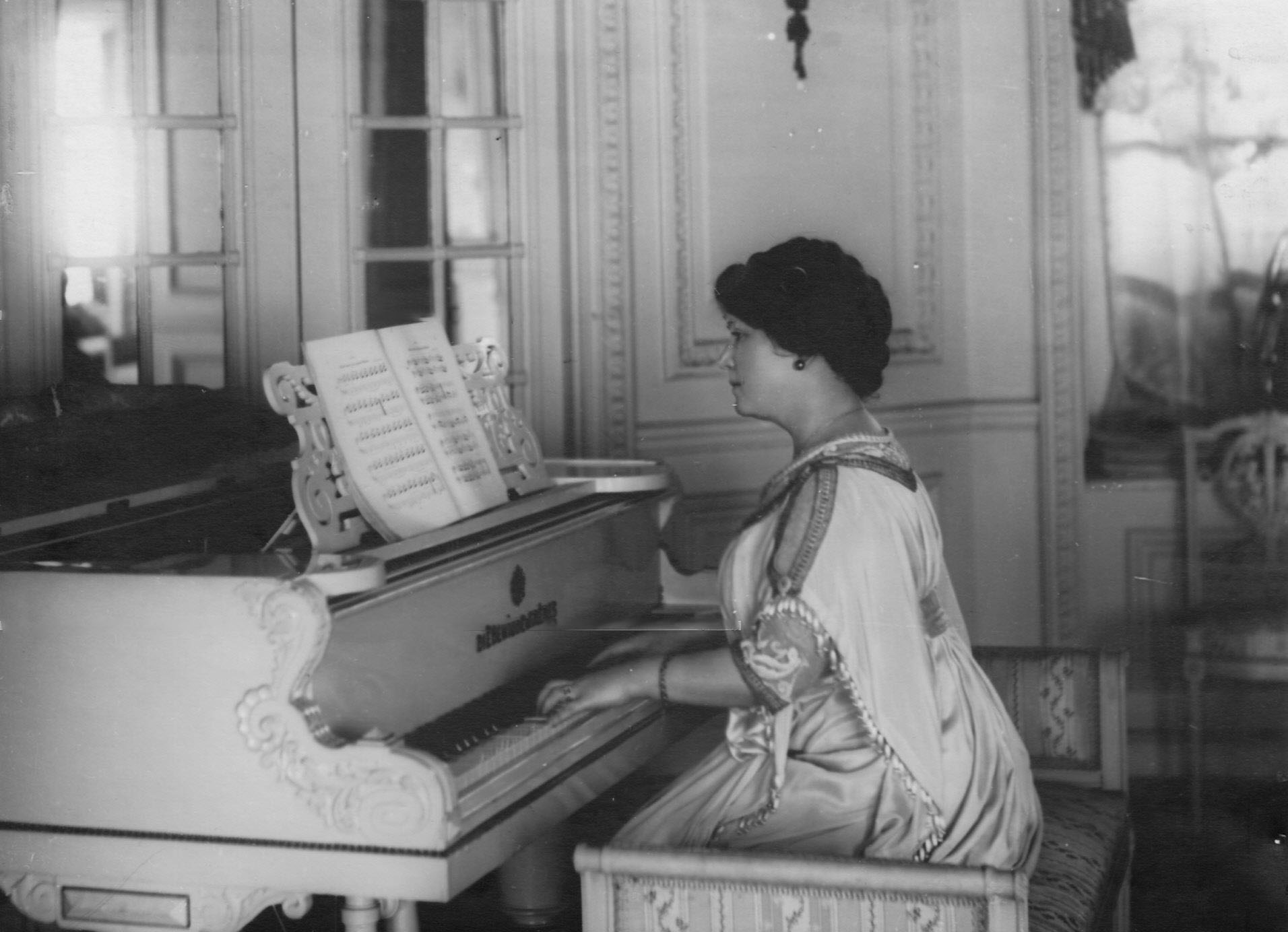 12. Мария Александровна Потоцкая (1861—1940) — русская советская актриса. Заслуженная артистка Республики (1929). С 1892 года — в Александринском театре (Параша — «Горячее сердце»), где работала до 1929 года