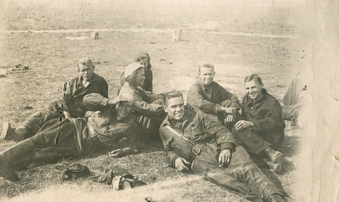 1935. Курсанты на летном поле