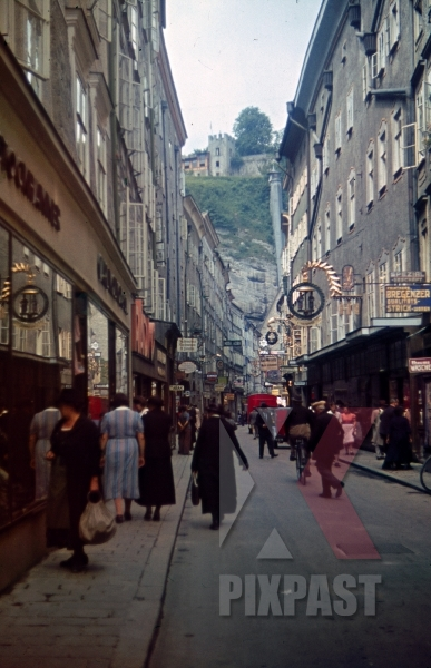 stock-photo-getreidegasse-in-salzburg-austria-1940-10779.jpg