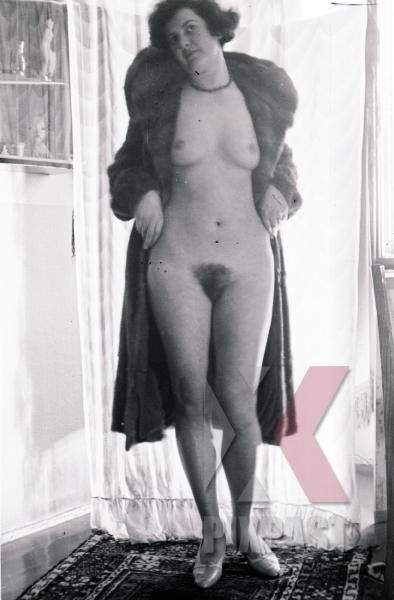 stock-photo-naked-lady-in-salzburg-austria-10441.jpg