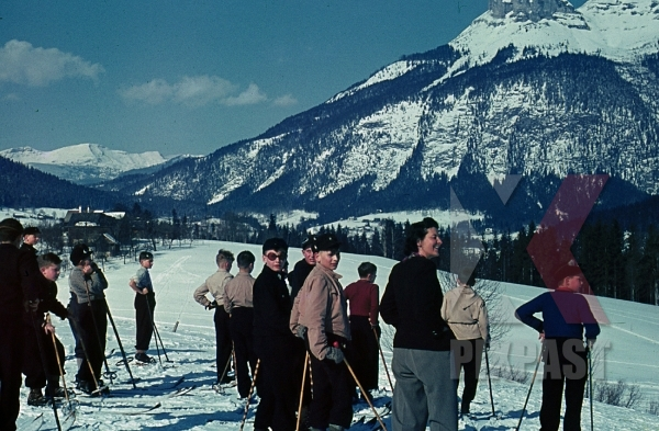 stock-photo-ww2-color-wels-austria-winter-snow-1939-ski-sports-children-mountains-8150.jpg