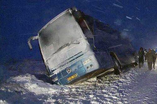 Рейсовый автобус из Молдовы застрял в румынском снегу
