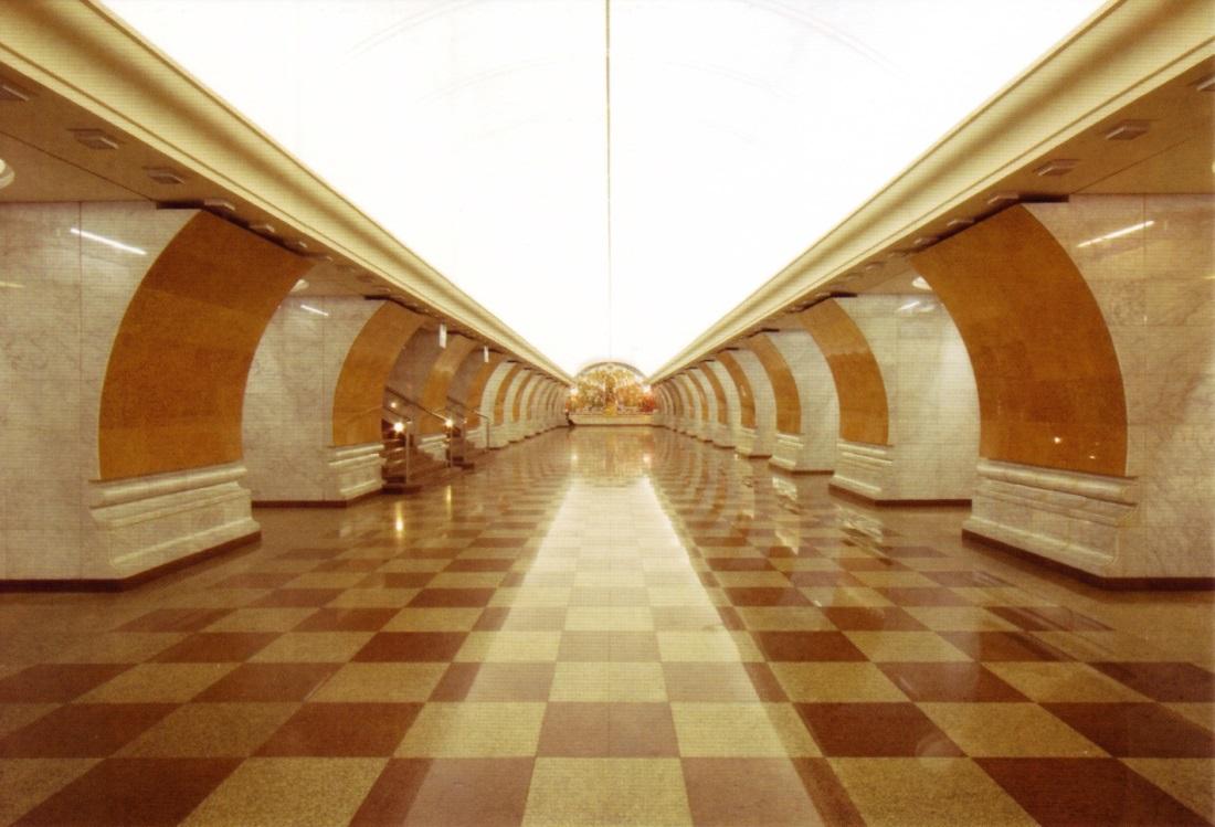 Станции метро в открытках