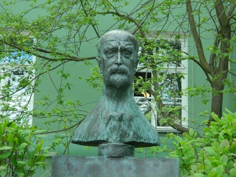 памятник Масарику