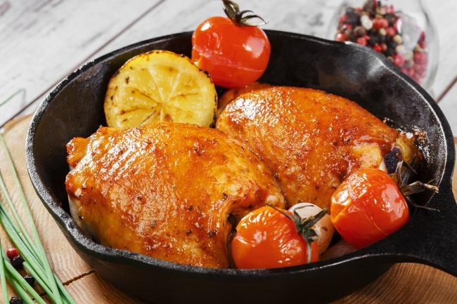 © depositphotos.com  Чтобы получить курочку схрустящей аппетитной корочкой, Маркус Самуэльсон