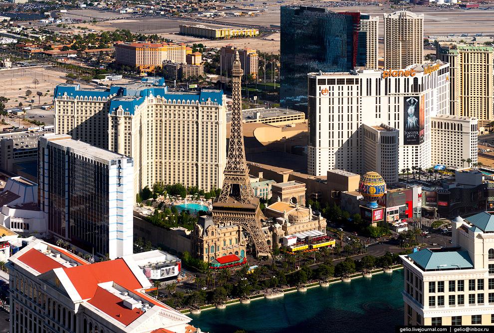 22. Лас-Вегас-Стрип (Las Vegas Strip).  Главная улица города протянулась всего лишь на 7 кил