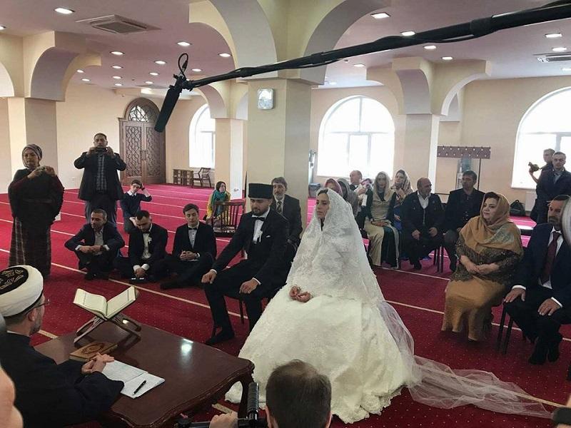 По мусульманскому обряду: свежие фото со свадьбы Джамалы взбудоражили Сеть. (14 фото)