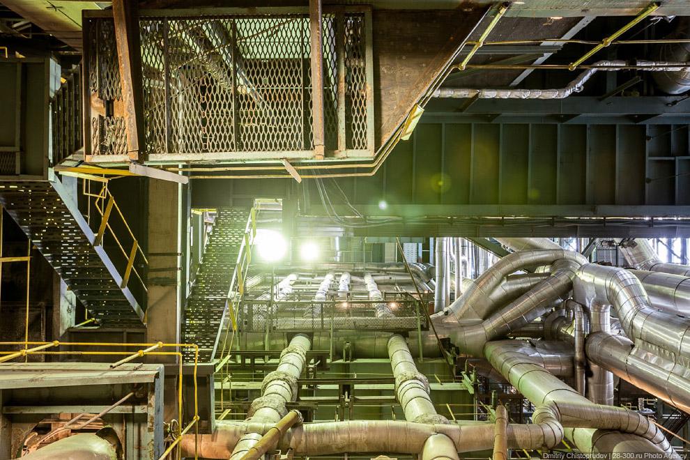 Трубопровод и творческий привет от изолировщиков-жестянщиков: