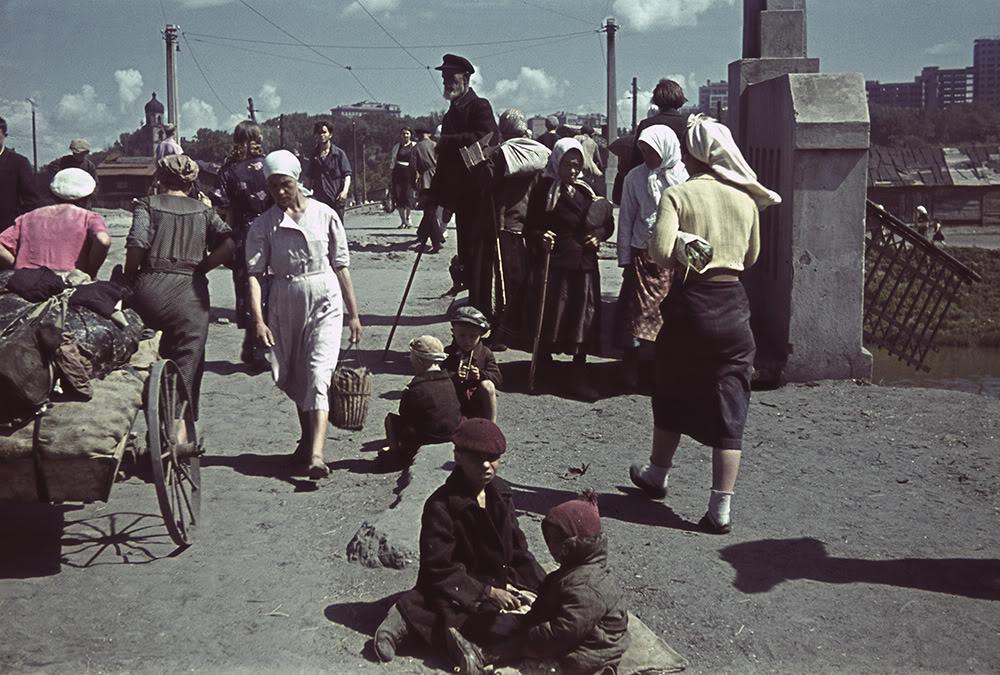 15. У моста через Лопань в оккупированном Харькове 1942 года.