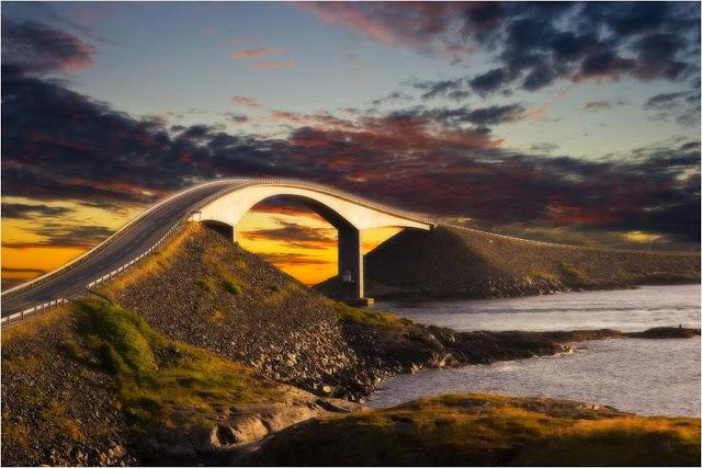 На дорогах Норвегии: «Внимание! Вы въезжаете на мост, который ведет в никуда»