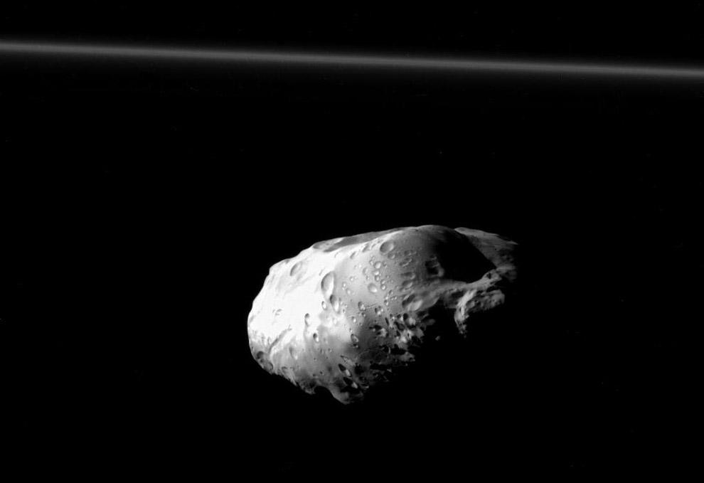 13. Закрученные верхние слои Сатурна. В основном Сатурн состоит из водорода, с примесями гелия