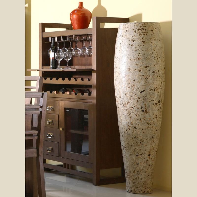 Предостережения Не храните вино с продуктами, которые могут бродить (например, сыром) или тем, что м