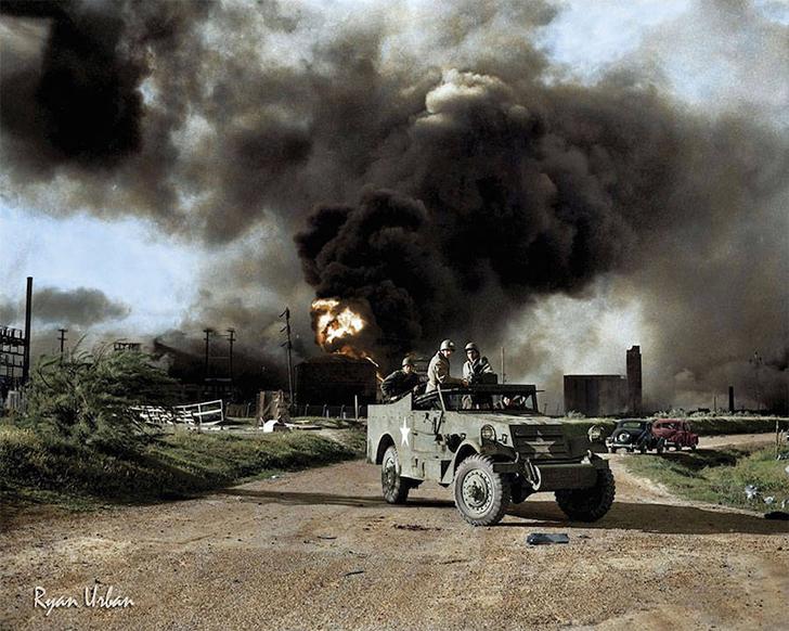 Вооруженные войска блокируют дорогу вблизи территории взрыва на нефтяном заводе в Техасе, 17 апреля