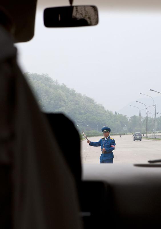 В Северной Корее нет пошлин и сборов, но покидать Пхеньян без специального разрешения нельзя.