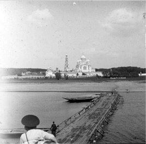Вид на Николо-Угрешский монастырь со стороны реки Москвы-реки