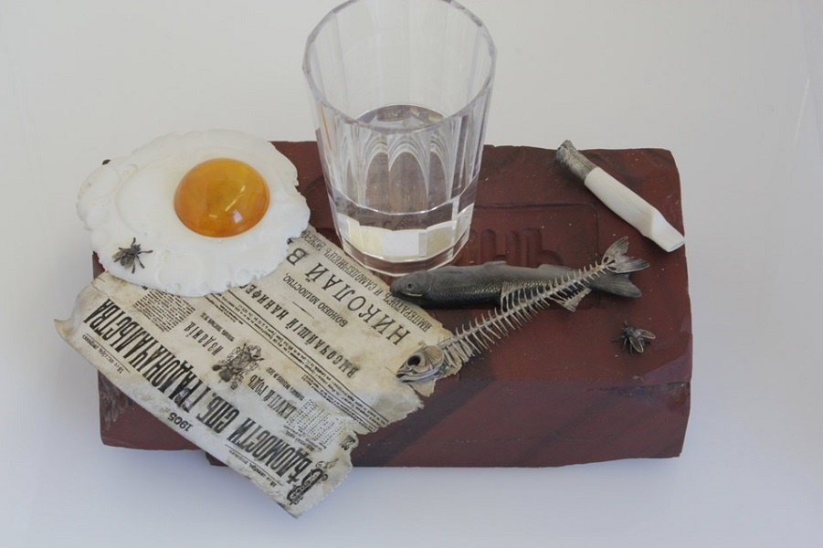 Завтрак нищеброда на столе у миллионера