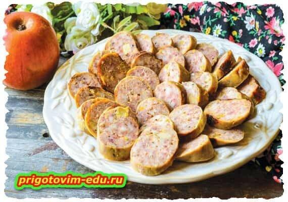 Мраморная колбаса с яблоками