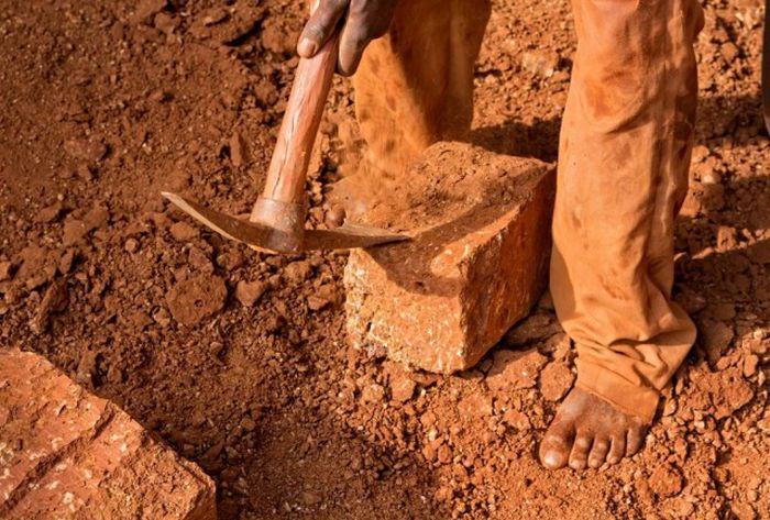 Работа по добыче кирпичей