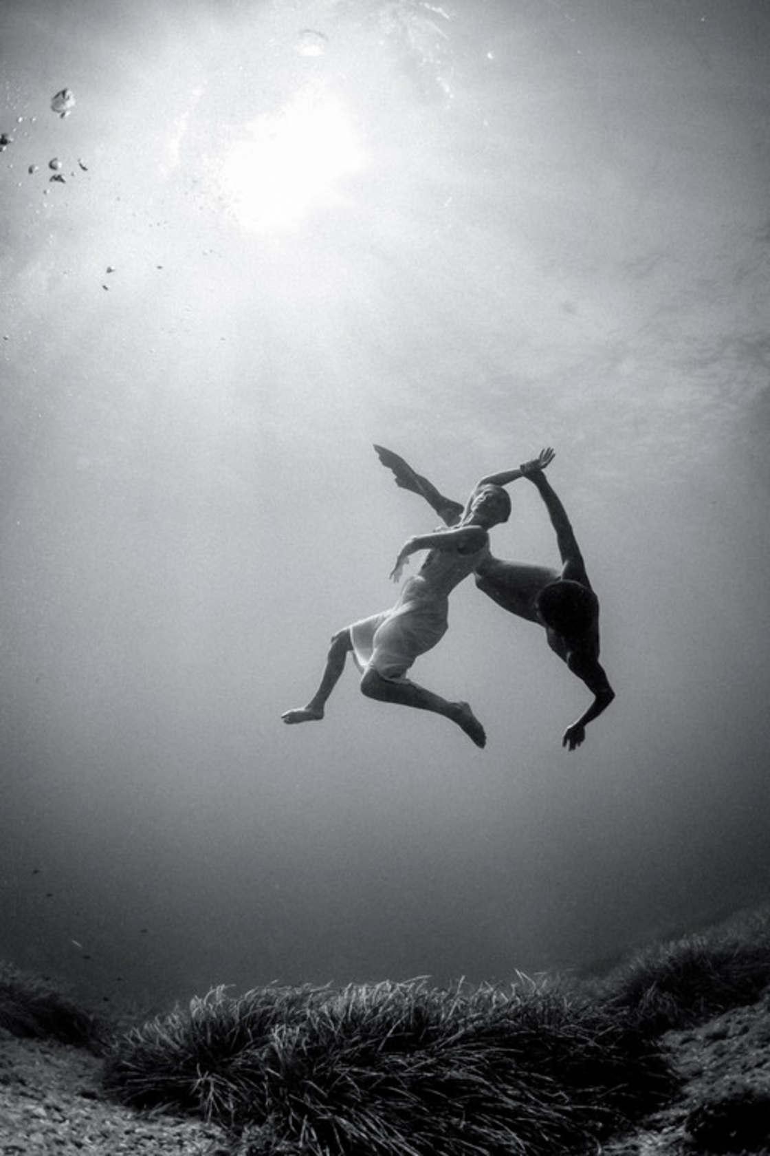 Liquid Dreams - Capturing ballerinas underwater in captivating photos