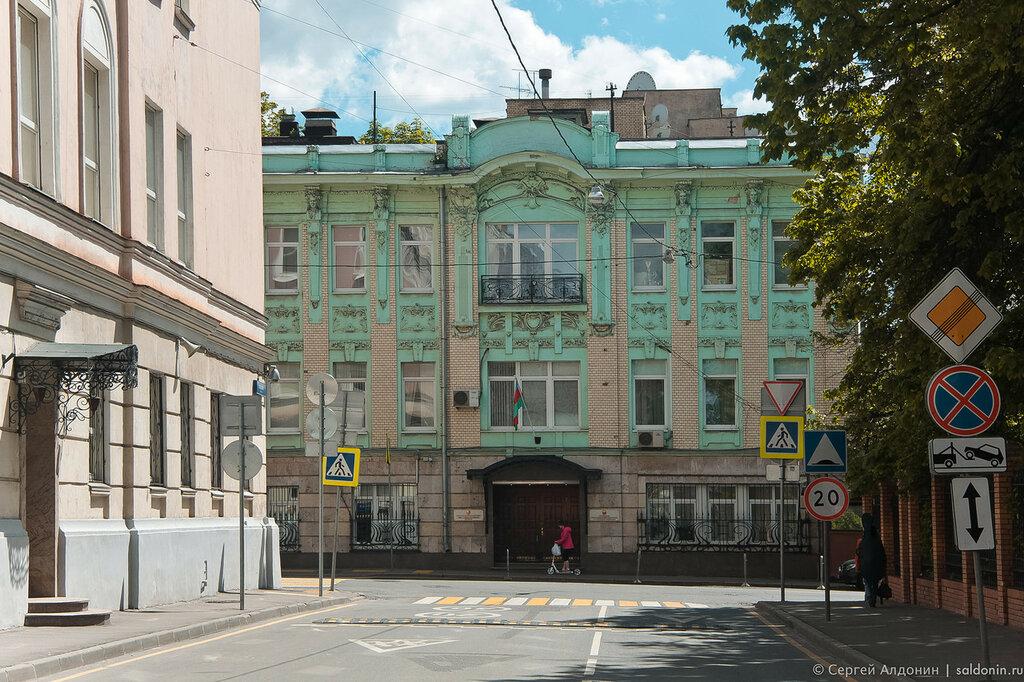 Леонтьевский Переулок
