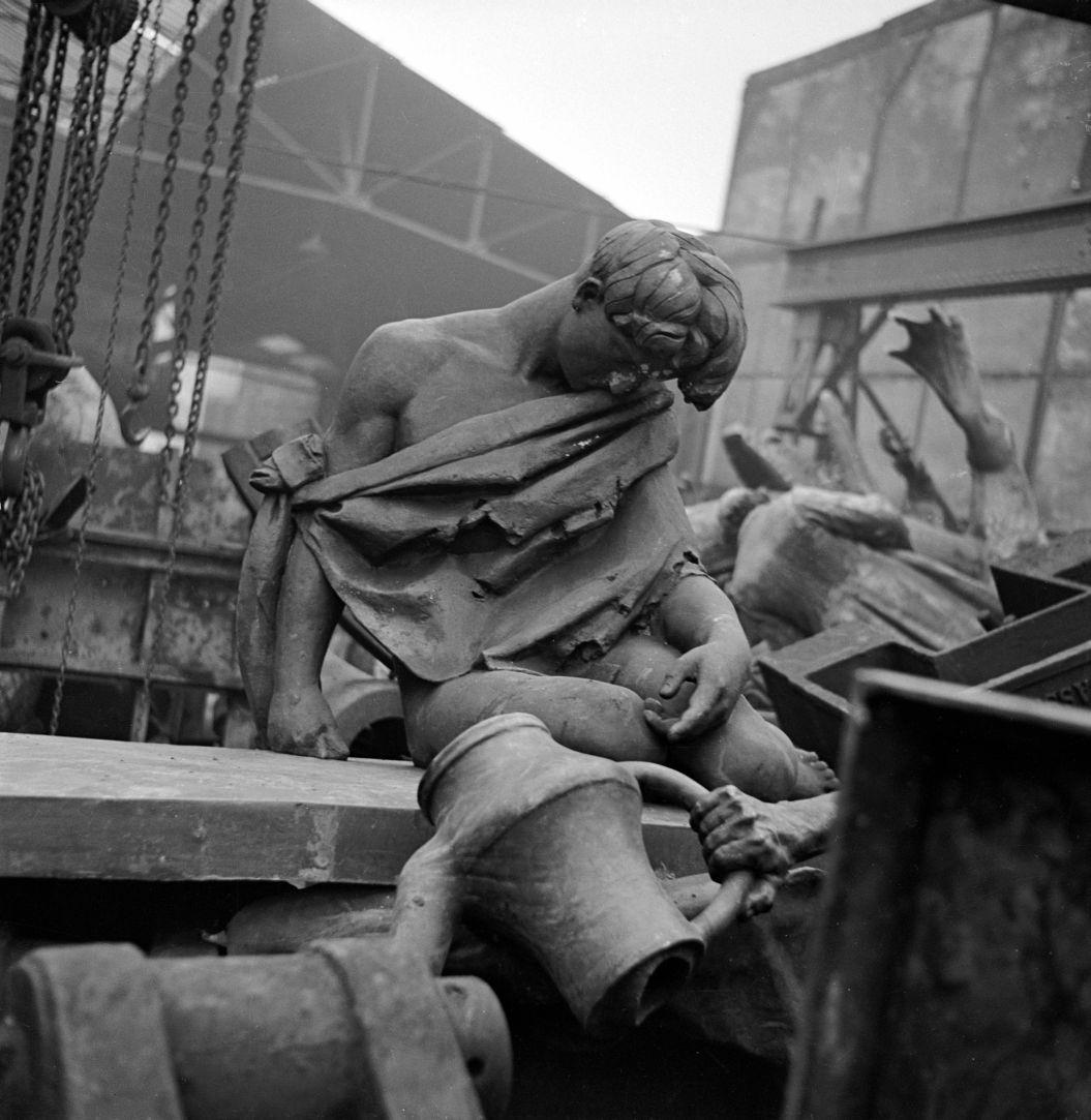 1941. Статуи отправляются на переплавку