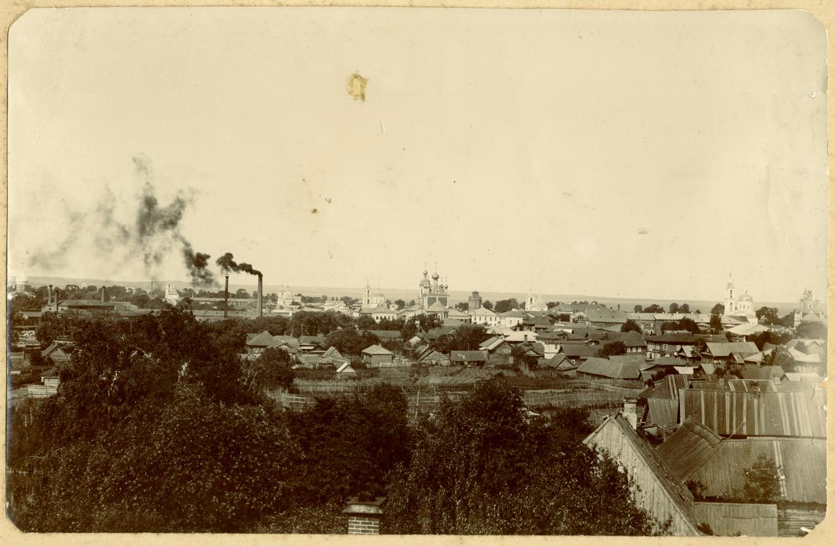Вид на часть города со Спасо-Преображенским собором, корпусами фабрики Павлова и другими городскими церквями. В центре виднеется водопроводная башня