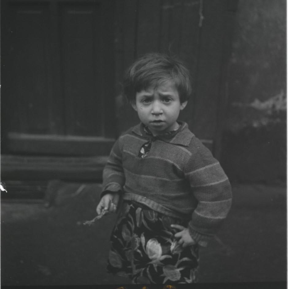 Ребенок во дворе