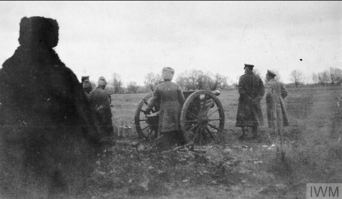 Генерал-майор Николай Антонович Погребняков, командир 6-й дивизией артиллерии (I Донской Корпус), со своими артиллеристами в ноябре 1919