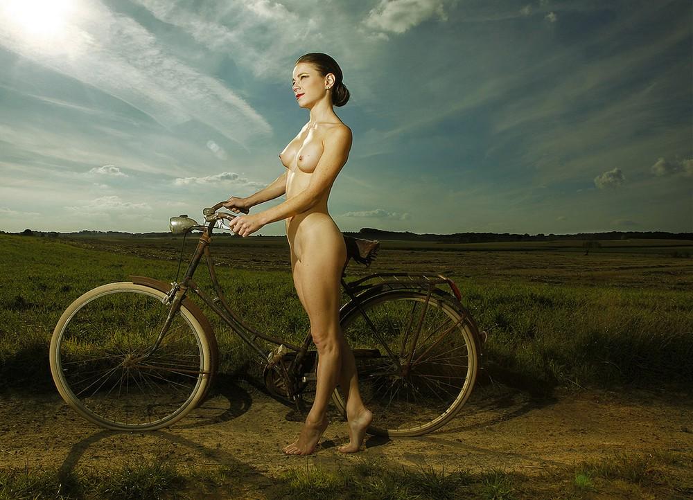 Горячие велосипедистки (18+)