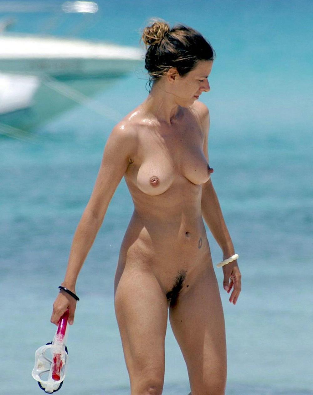 famosas-pussy-topless-nude-hottie-moms