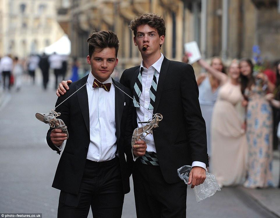 Студенты Кембриджа после выпускного бала