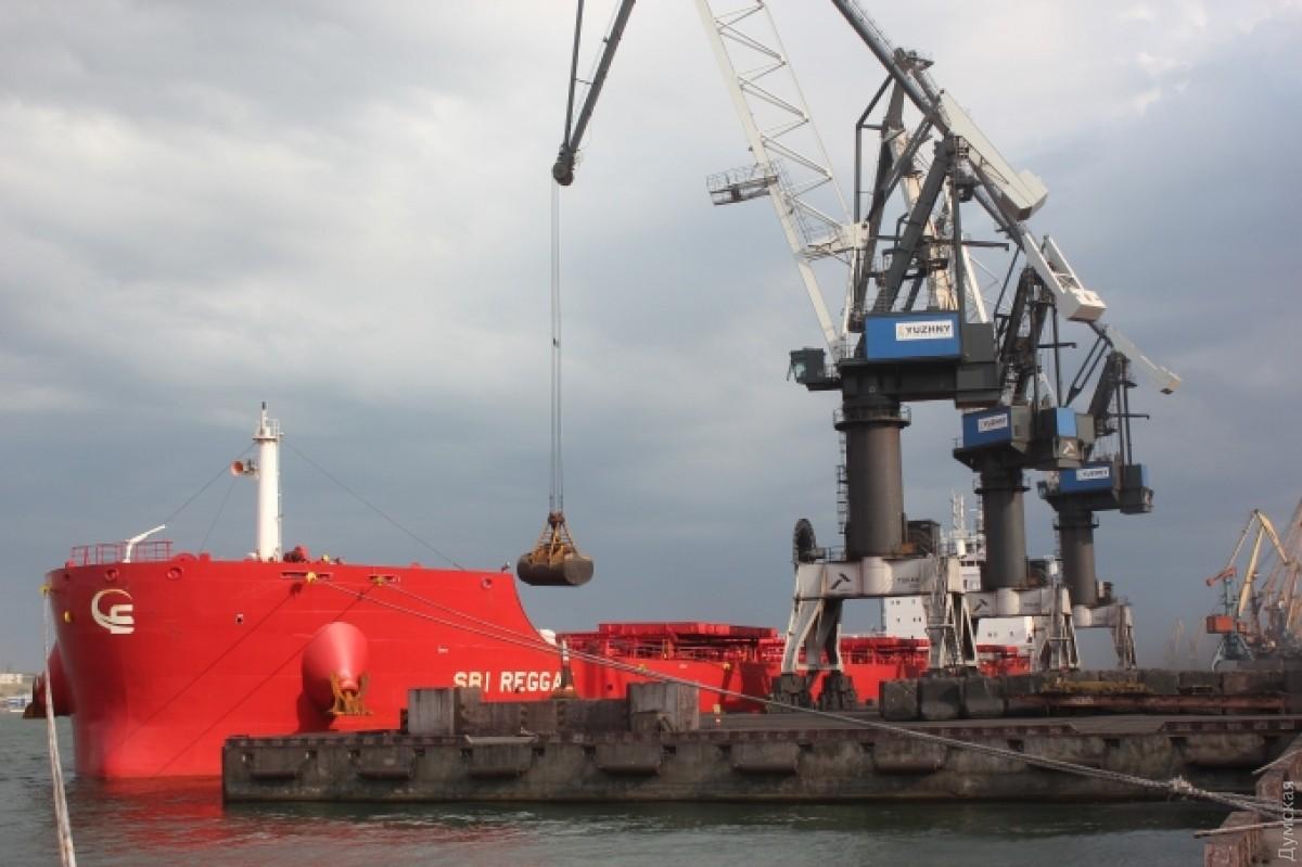 Энергохолдинг Рината Ахметова получил третью партию угля изЮАР