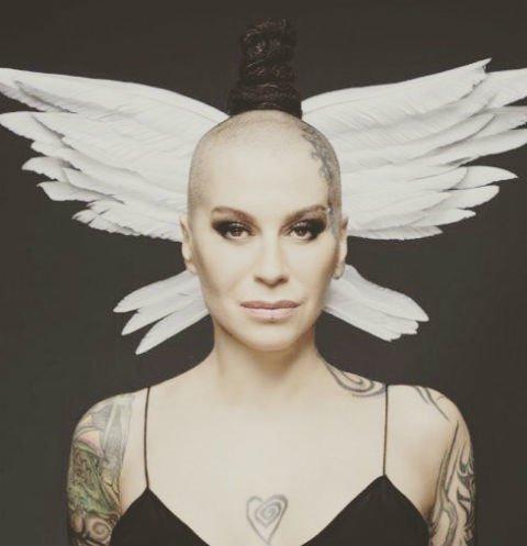 Участник шоу «Голос» из Брянска посвятил больной раком землячке трогательную песню