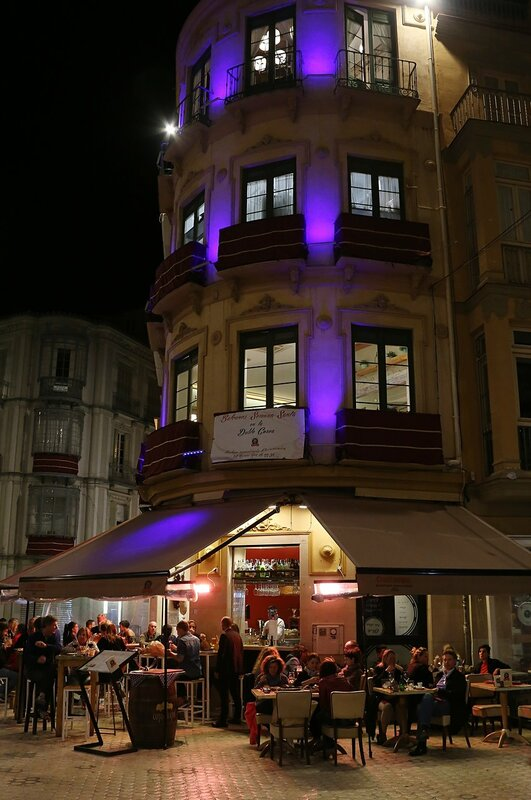 Ночная Малага. Площадь Карбон