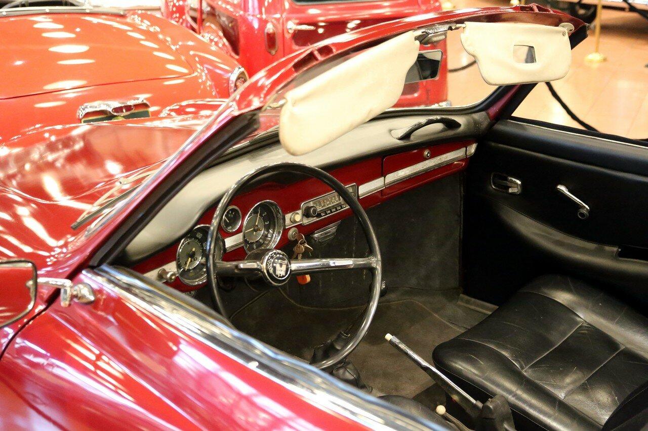 Стамбул. Музей Рахими Коча. 1959 Volkswagen Karmann Ghia Convertable