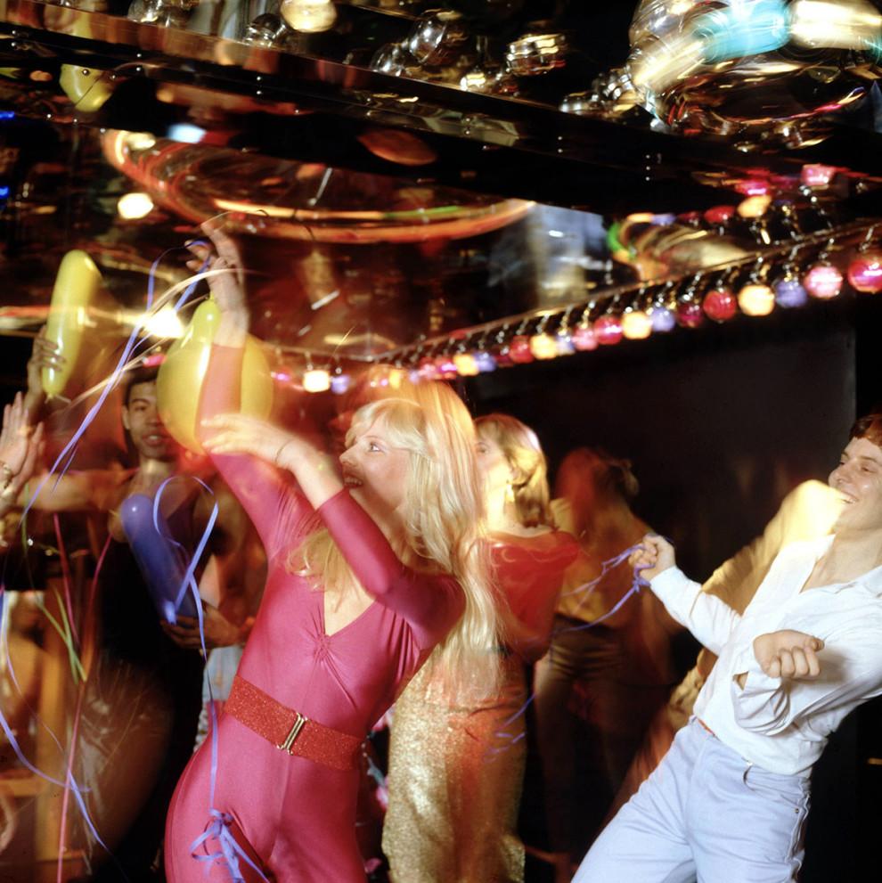 Синхронные танцы в одном из клубов, около 1977 года.